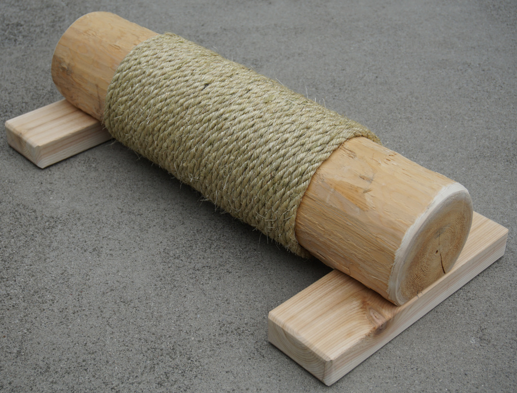 Cedar Cat Scratching Post with Sisal rope diagonal view