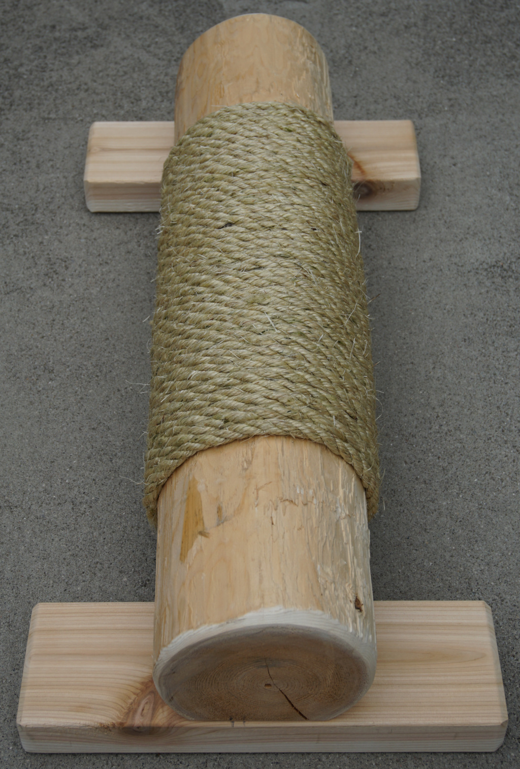 Cedar Cat Scratching Post with Sisal rope end view